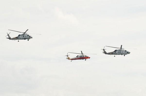 SH-60J/K(第21航空隊)とUH-60J(第73航空隊)