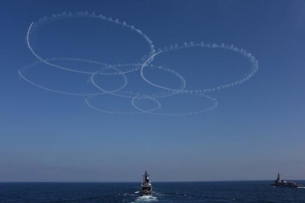 ブルーインパルスのサクラ(撮影:海上自衛隊写真員)