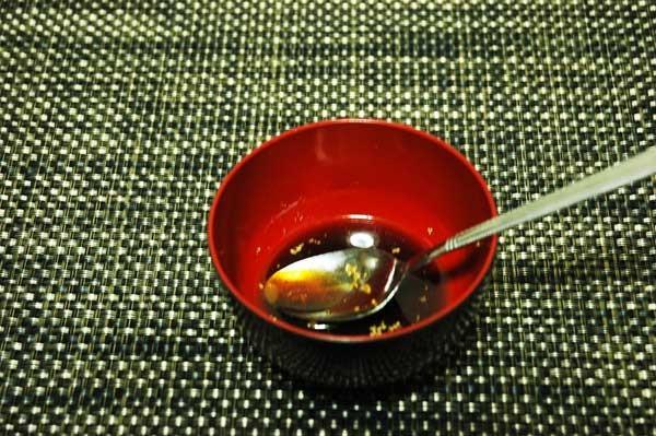 2:醤油、赤ワイン、砂糖、コンソメをまぜる。