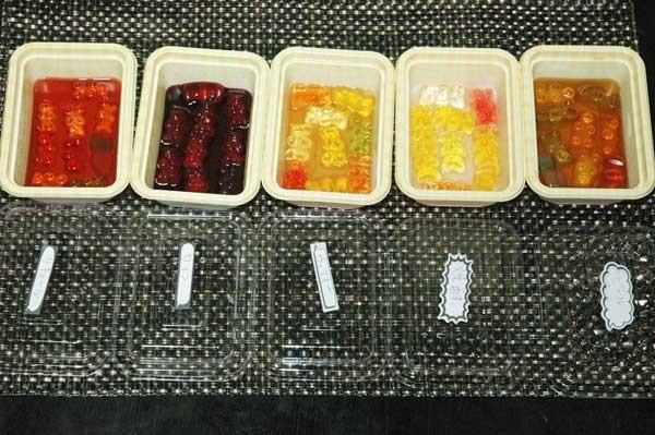 3:冷蔵庫で3日から5日くらい寝かせてハリボーがお酒を吸ったら出来上がり!
