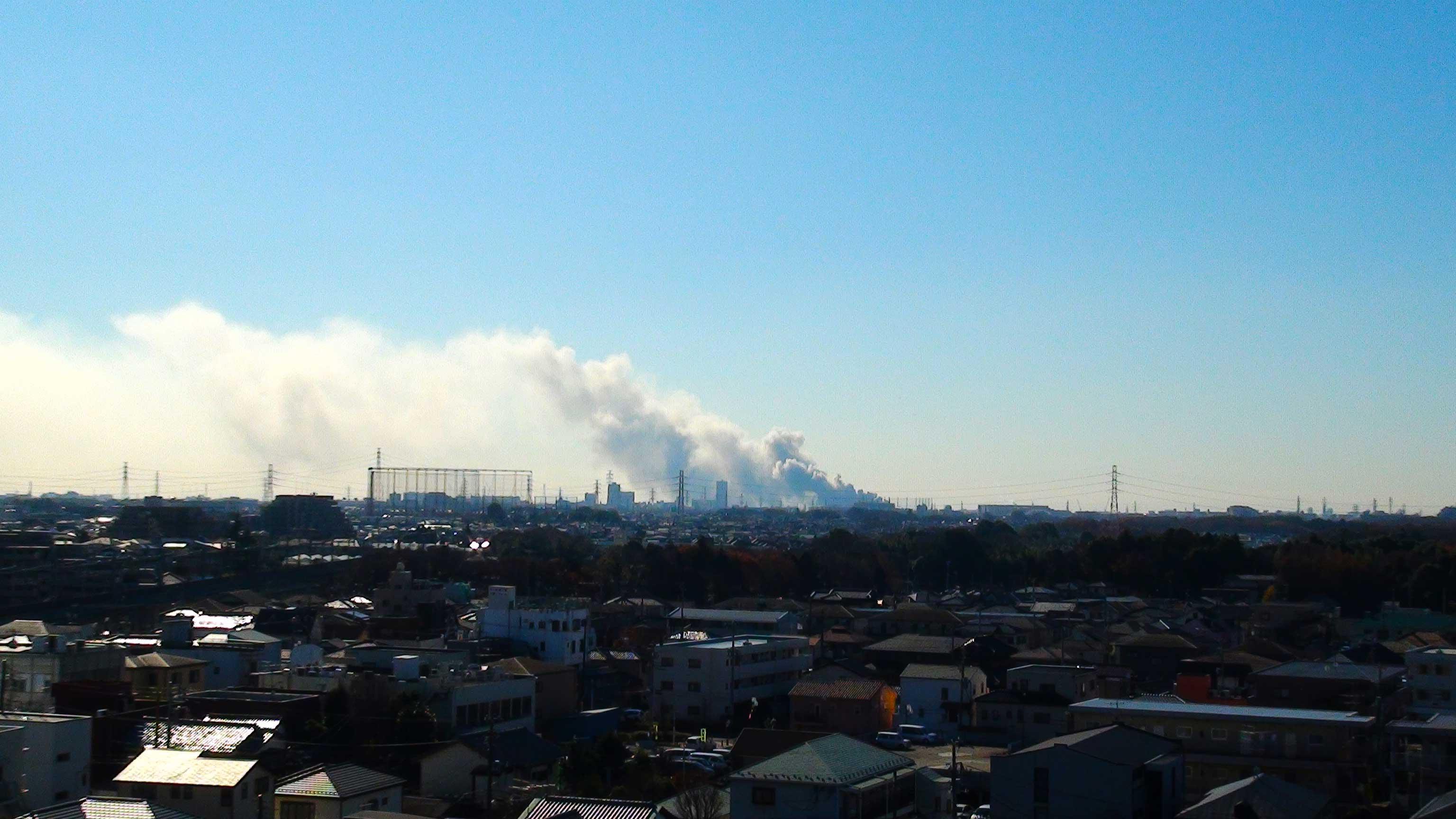 船橋市スクラップ置き場火災 広範囲で煙りの目撃情報