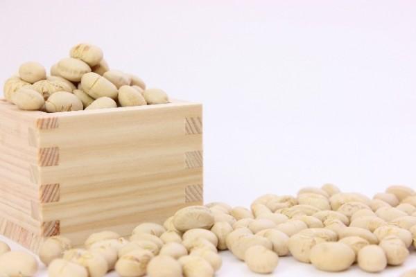消費者庁「3歳ころまでは豆を食べさせないで」と注意