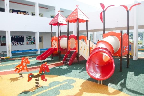 保育園の遊具のイメージ
