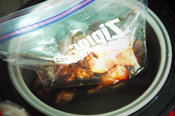 4:炊飯器にお湯を入れて3を入れ、保温する。