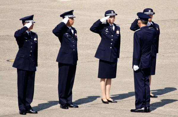 挙手の敬礼と答礼(航空自衛隊)