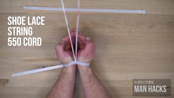 中央に靴紐を通して摩擦で切る