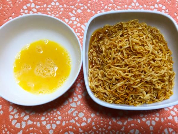 チキンラーメンの卵つけ麺
