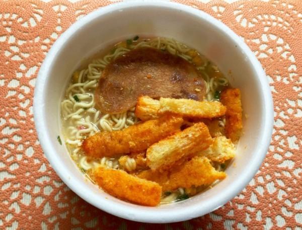 うまい棒 めんたい味×豚骨ラーメン(サンポー 焼豚ラーメン)