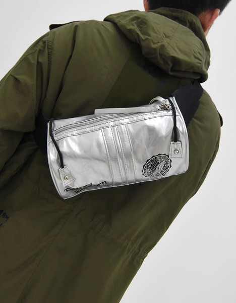 立体機動装置イメージバッグ着斜め