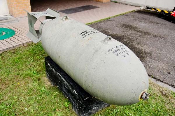 (米軍のAN-M66 2000lb(1トン)爆弾)