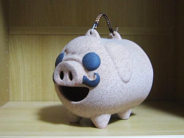 (陶器製豚の蚊取り線香入れ)