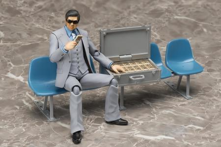 ※画像のベンチはトミーテック製の1/12駅ベンチです(別売品)