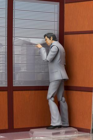 石原裕次郎演じる『西部警察』木暮課長の可動フィギュア誕生。ブラインドのシーンも再現可!