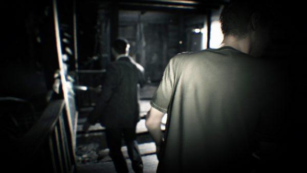 二人の男性が映しだされた映像。この邸で撮影された物のようだ。