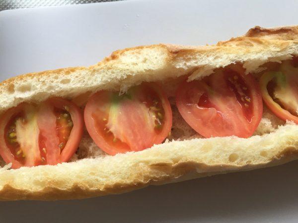 トマトを並べる