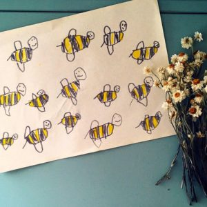 ハチの絵が