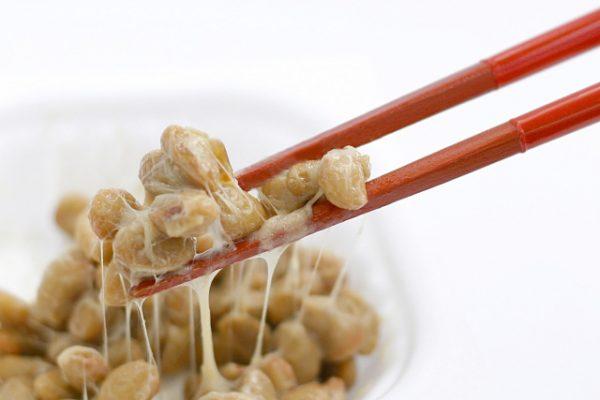 ねばぁと糸ひく納豆