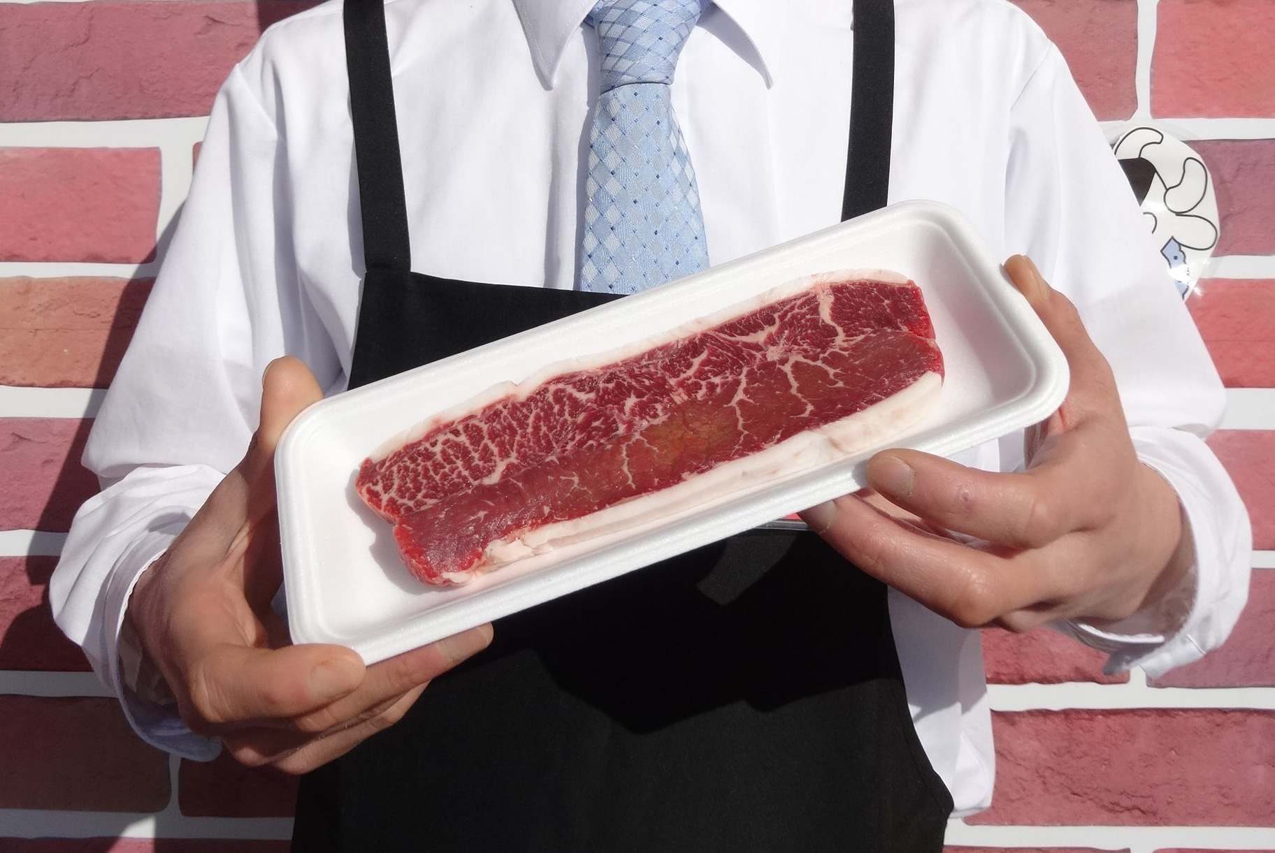 18歳選挙参加でステーキ肉プレゼント!お肉のスーパーやまむらや