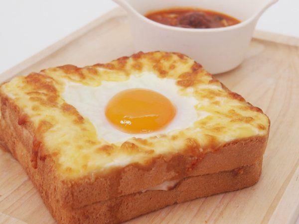 目玉焼きトースト&肉団子のスープ