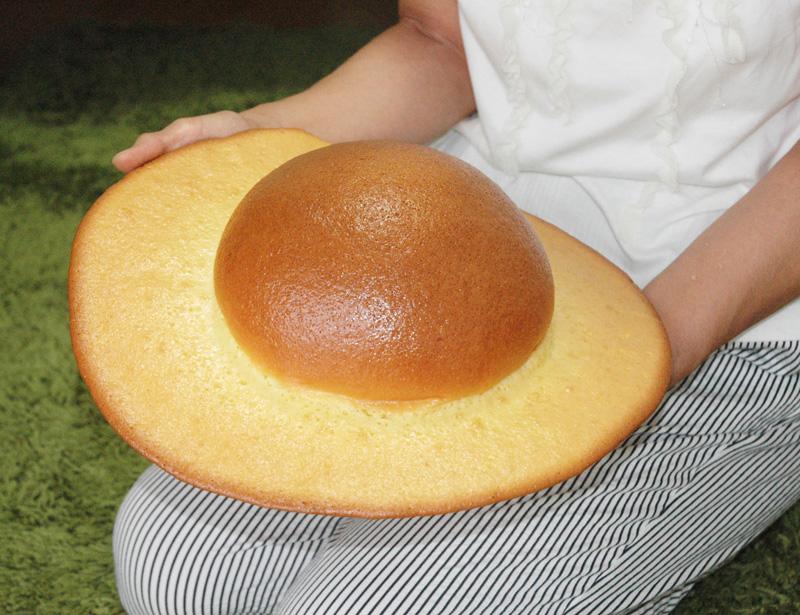 高知名物「ぼうしパン」 元祖が放つ実寸サイズの「デカ帽子」取り寄せてみた