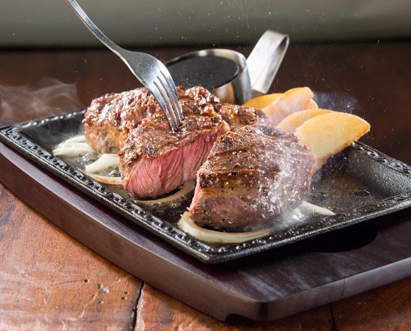 肉ラバー歓喜! ステーキガスト「1ポンド熟成赤身ステーキ」が数量限定復活