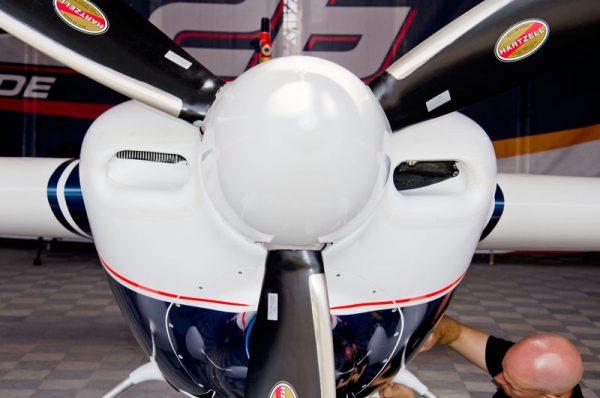 ベラルデ機の左右非対称の空気取り入れ口