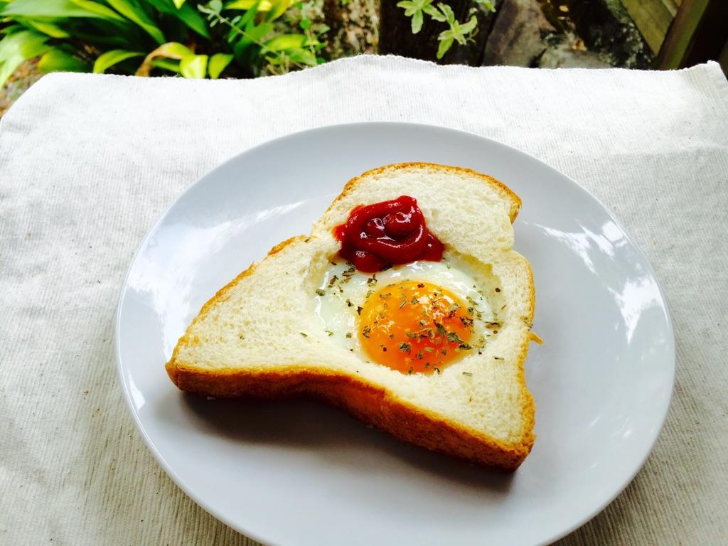 アメリカで人気のエッグ・イン・ザ・ホール作ってみた ズボラ朝食におすすめ!