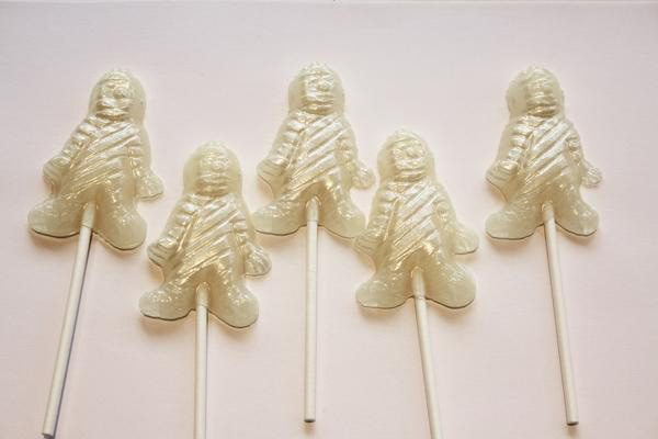 Mummy shaped Halloween lollipops -マシュマロ味