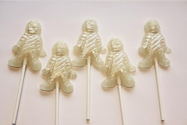 Mummy shaped Halloween lollipops -マシュマロ味