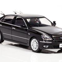 皇室警護専用のトヨタマジェスタ黒パトカーがミニカーで登場 1…