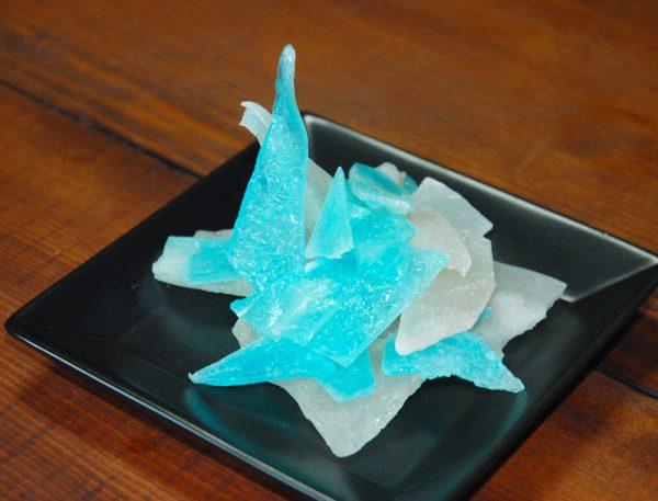 結晶や宝石と話題の「キラキラ琥珀糖」に挑戦してみた