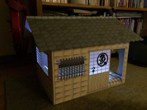 「棟梁(飼い主)やるニャン♪」新築された和風猫ハウスがすごい