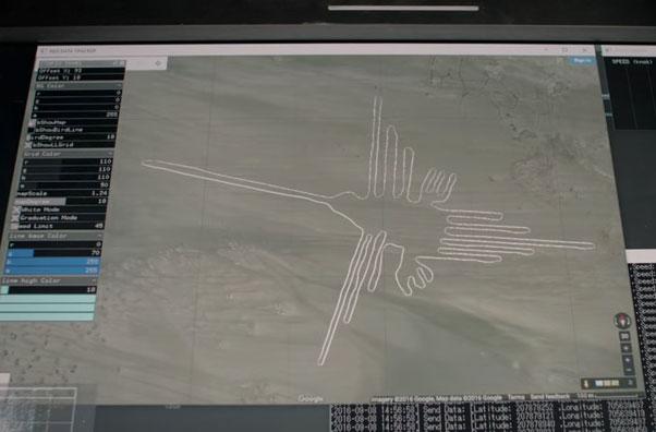 ナスカの地上絵とホンダのNSXが約1200年の時を超えコラボ ひと筆書きで実物10倍の「ハチドリ」再現に挑戦
