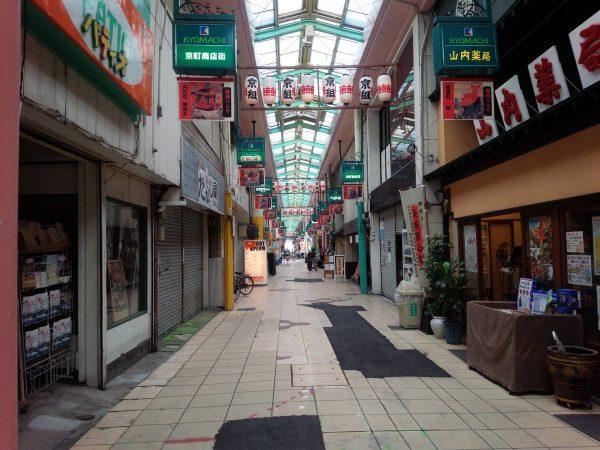 ユーリ聖地巡礼者は急げ!京町商店街の提灯は11月4日まで