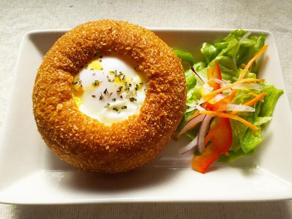 市販の「カレーパン」がほんの一工夫でカフェ風に!9万「いいね!」された話題のレシピに挑戦