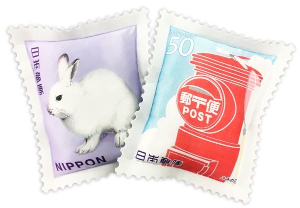 クレーンゲームに郵便切手クッション登場 ポストとウサギの2種