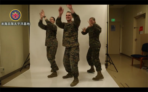 在日米海兵隊が「恋ダンス」 みなさんノリノリで楽しそう