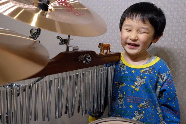 4歳の誕生日プレゼントは予てから彼が欲しがっていたウィンドチャイム