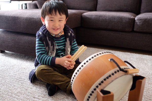 和太鼓を演奏