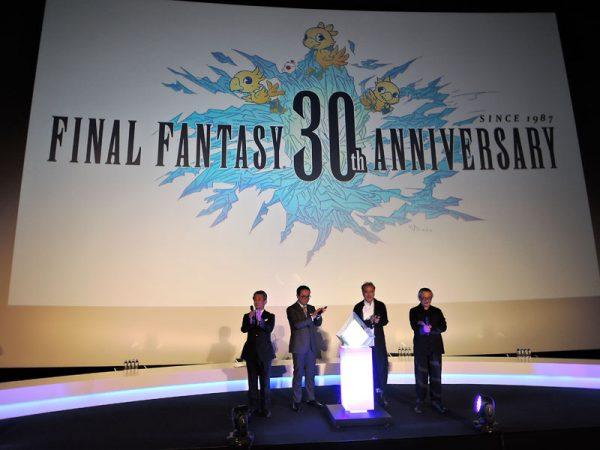 30周年記念ロゴがスクリーンに