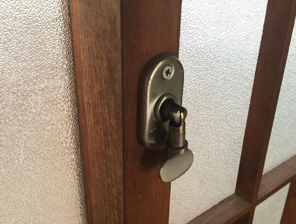 使ったことある?古い建物あるあるの「捻締り錠」が話題に