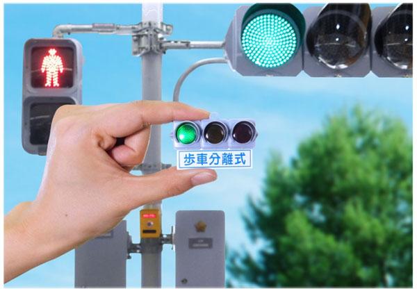 信号機マニアが大絶賛 最新ガチャ『日本信号 ミニチュア灯器コレクション』がたまらんらしい