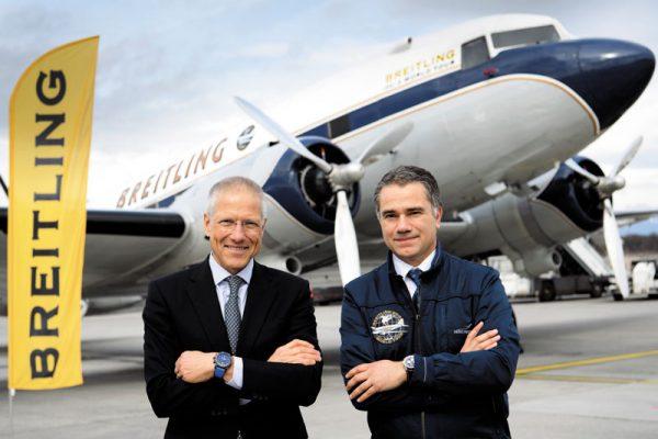 ブライトリングのジラルダン副社長(左)とDC-3のアグーロ機長(右)/Photo: Breitling SA