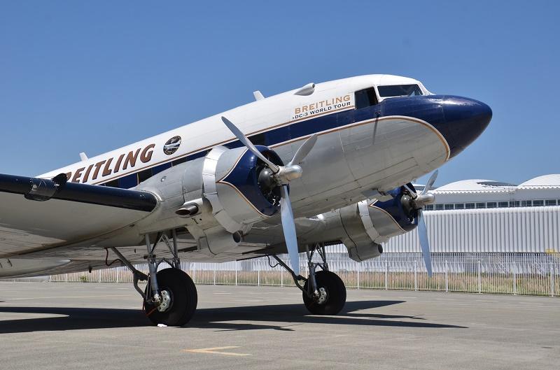 プロペラ機の傑作「DC-3」 神戸での体験フライトに参加してみた