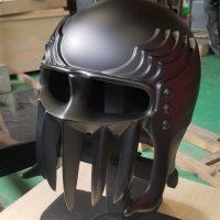 プロの戯れ 鎧甲冑の職人が遊びでジャギのヘルメットつくって…