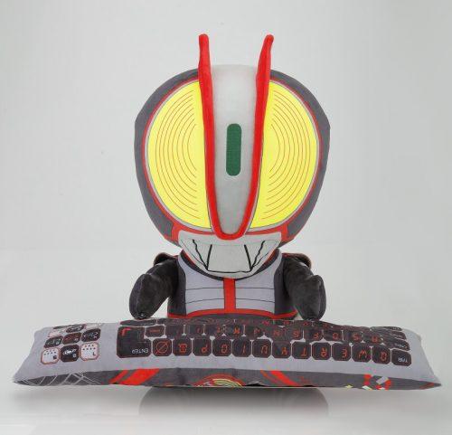 PCクッションになって『仮面ライダー555』が登場!「仕事をすることが嫌なら俺が背負ってやる」