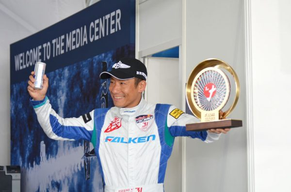レッドブル・エアレース千葉大会、室屋選手優勝で年間ランキングトップに
