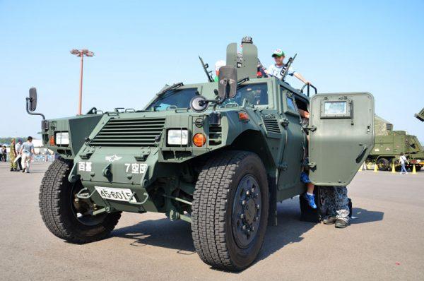航空自衛隊の軽装甲機動車(2015年の様子)