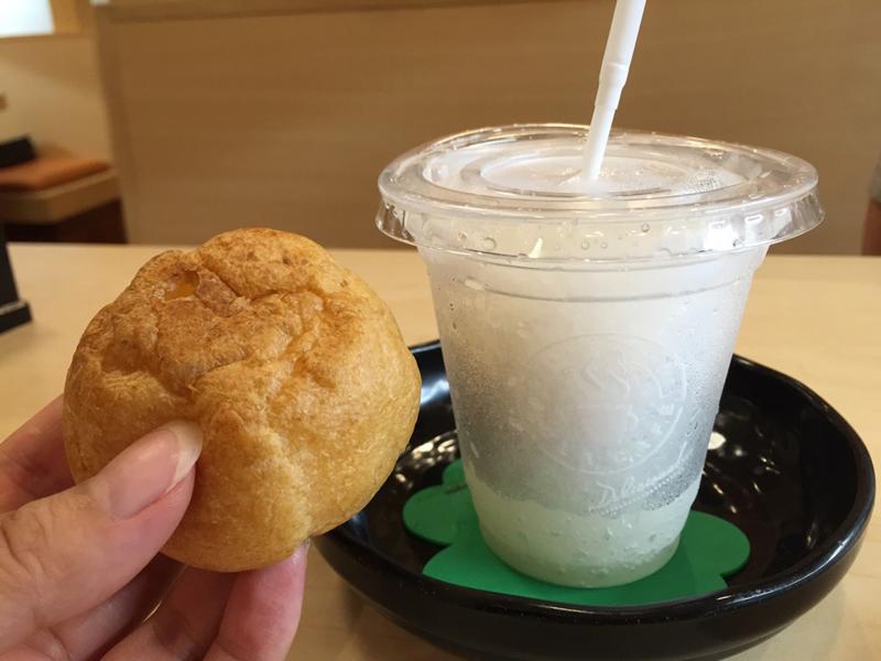 くら寿司「シャリコーラシュークリーム」はほんのりシャリとコーラの味がする