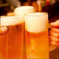 乾杯するときグラスをカチーンとしていい場合ダメな場合